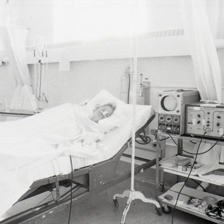 2016_107_001a The first intensive care unit on the E wing, 1960
