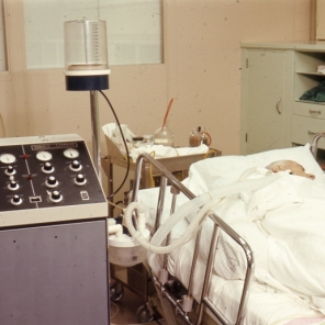 2016_107_005a Respiratory equipment in ICU, 1966