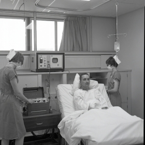 2016_107_007a Promotional photographs of the ICU in action for advertisements, 1966