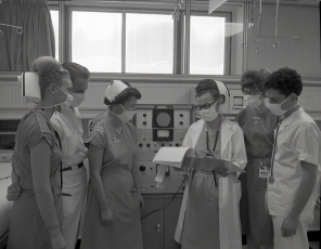 2016_107_007d Promotional photographs of the ICU in action for advertisements, 1966