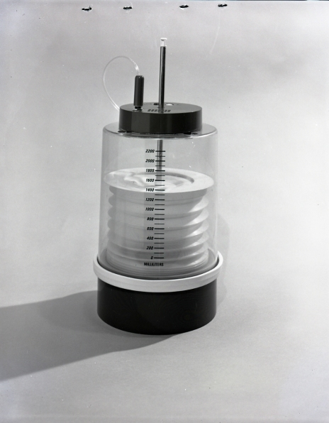 2016_107_031 Spirometer with alarm device on top, 1970