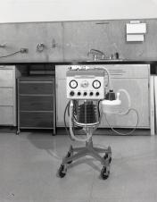 2016_107_032c Bennett B4 respirator, 1971