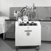 2016_107_032d Engstrom respirator, 1971