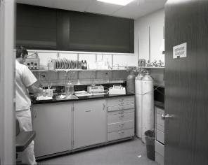 2016_107_035a Interior ICU, 1973