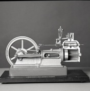 2016_107_053c Monaghan Hand Resuscitator, 1975