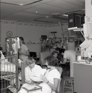"2016_127_007d ""Crowded Conditions"", NICU, 1986"