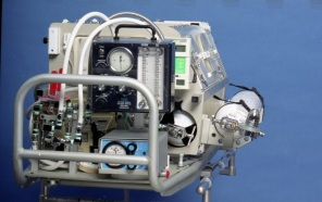 2016_128_003a Air Transport Incubator modified by Cancer Foundation's Medical Devices Section, 1994.