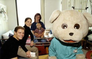 F3/P5/052 Jamie Sale and David Pelletier, figure skating gold medalists, visit NICU and CK5, 29 April 2003.