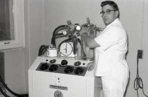Horst Friesen with Engstrom respirator