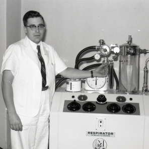 Horst Friesen with Engstrom respirator