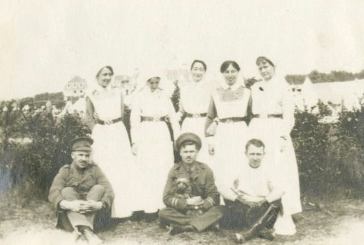 [Nursing sisters and soliders] Le Touquet, France