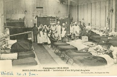 British No. 13 Gen [General Hospital, Queen Alexandra's Imperial Military Nursing Service sisters, British soldiers and patients.] Campagne 1914-1915 Boulogne-sur-Mer - Interieur d'un Hopital Anglais.
