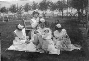 WGH maternity staff, 1905. HSC Archives/Museum 2001.5.21