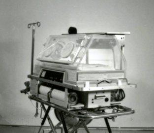 Neonatal Transport Programme, Air shields transport Incubator, Ohio transport incubator, 1986. HSC Archives/Museum 2016_128_001
