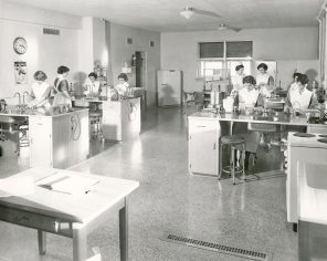 Nutritional Lab in Women's Pavilion, ca. 1950. HSC Archives/Museum 998.13.68 F4_SF2_P1_016