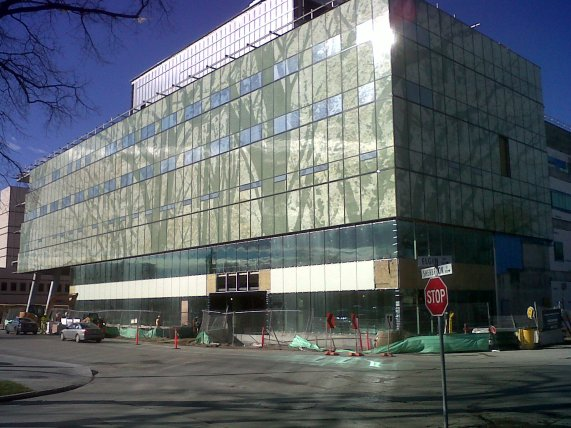 Construction of new HSC Women's Hospital, NE corner of Sherbrook and Elgin, 23 October 2014. HSC Communications