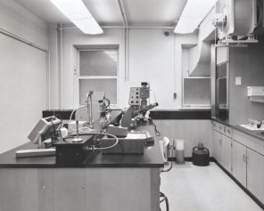 Clinical Investigation Unit at Women's Pavilion, 1972. HSC Archives/Museum Negative Collection